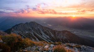 Sonnenuntergang über dem Estergebirge, Bayern, Deutschland