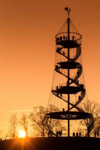 Silhouette des Aussichtsturms auf dem Killesberg. Stuttgart, Baden-Württemberg, Deutschland.