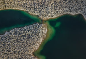 Aerial view of the bridge at Untersee (Eibsee), snow-covered trees, turquoise water, beginning of winter, Eibsee, Grainau, Garmisch-Partenkirchen, Upper Bavaria, Bavaria, southern Germany, Germany
