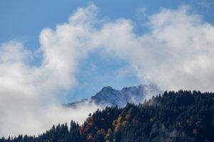 Mountain peaks near Oberreintalschrofen in the Wetterstein Mountains, blue sky, clouds, trees, autumn, Garmisch-Partenkirchen, Upper Bavaria, Bavaria, southern Germany, Germany