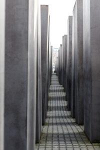 Denkmal für die ermordeten Juden Europa - Mahnmal an den Völkermord in Berlin - nur redaktionelle Nutzung.