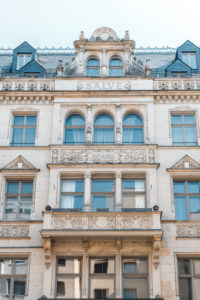 A building from 1895 with the Latin greeting Salve on the facade.