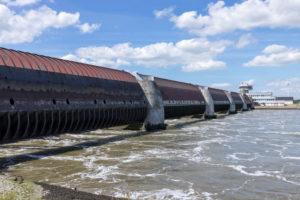 Eidersperrwerk an der Mündung der Eider, Nordsee, Tönning, Schleswig-Holstein, Deutschland, Küstenschutzbauwerk, Staustufe