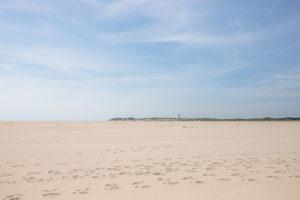 Ein Leuchturm im Amrumer Norden. Amrum, eine Insel in der deutschen Nordsee - Sand soweit das Auge reicht. Wittdün