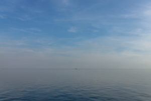 Sea, water, silence and calm: to the horizon. Beyond the horizon