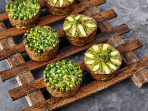 Quinoa muffin with peas and asparagus
