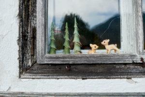 Fenster eines alpenländischen Bauernhauses
