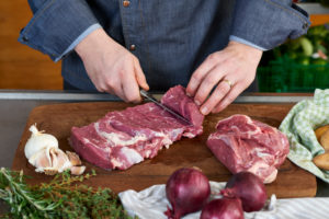 Photo series, step-by-step preparation of a leg of lamb filled with herbs and Provençal vegetables by using a food processor (Thermomix ® and Varoma ®), cutting the leg of lamb