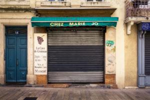 Geschlossene Weinhandlung in Narbonne