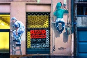 Graffiti im Viertel Croix-Rousse in Lyon im Herbst. Lyon ist seit 1998 Weltkulturerbe der Unesco. Ehemalige Hochburg der industriellen Seidenweberei.