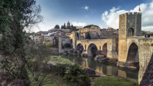 Pont Vell over the Fluvià river in Besalú. The place has been recognized as a cultural asset (Bien de Interés Cultural) in the Conjunto histórico-artístico category since 1966. The bridge was built around 1315.