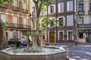 Die Fontaine des Neuf Jet in Céret wurde ursprünglich im XIV Jahrhundert erbaut. Monument historique.