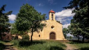 Ermitage Saint Ferréol de Céret im Frühling. Sie wird zum ersten Mal im XIII Jahrhundert erwähnt. Gehörte dem Orden der Benediktiner an.