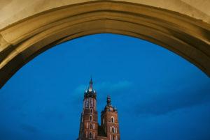 Bei den Polener Tuchhallen und der Basilika im Zentrum von Krakau, Polen