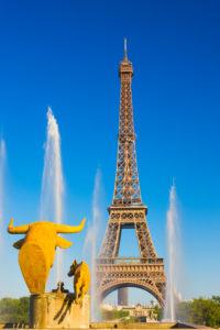 France, Ile-de-France, Paris, Effel Tower viewed from the Palais de Chaillot water fountains