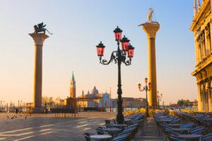Markusplatz mit der Kirche des Heiligen Georg Major in der Ferne, Venedig, Italien
