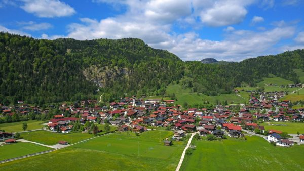Blick auf Reit im Winkl, Landkreis Traunstein, Chiemgau, Oberbayern, Bayern, Deutschland