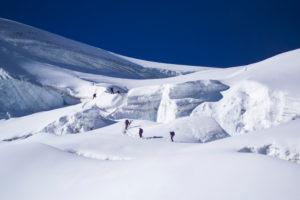 Bergsteiger im Aufstieg zum Piz Palü, Spaltenzne, Schweiz, Bernina