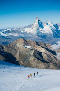 Bergsteiger Gruppe im Aufstieg zum Alphube, Gletscher, Matterhorn, Wallis, Schweiz