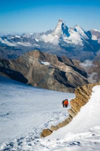 Bergsteiger Gruppe im Aufstieg am Gletscher zum Alphube, Matterhorn, Wallis, Schweiz