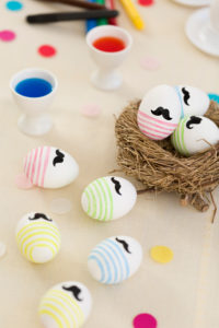 Easter nest, eggcup, dyeing and painting Easter eggs, Easter egg colour