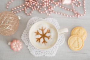 Weihnachtskekse, Tisch, Dekoration, Milchkaffee, Schneeflocke