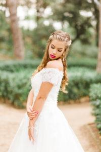 Braut, Hochzeit, Garten, junge Frau, Brautkleid, Park, zu Boden blicken