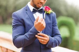 Hochzeit, Bräutigam, junger Mann, Diversität, Garten, Querformat, Ring, Manschette