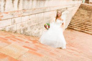 Braut, Hochzeit, Garten, junge Frau, Brautkleid, Treppe, Lächeln, eilen