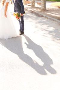 Hochzeit, Brautpaar, junge Erwachsene, küssen, Liebe, Schatten
