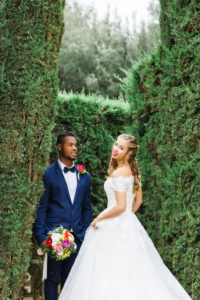 Hochzeit, Brautpaar, junge Erwachsene, Diversität, Liebe, Garten