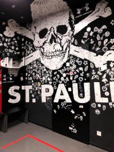 Fussball, Mannschaftsbereich, Detail, Hamburg, St. Pauli