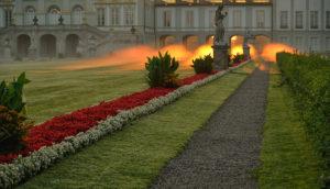 Deutschland, Bayern, Parkanlage zum Sonnenaufgang mit Nebel in Nymphenburg mit Schloss