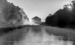 Deutschland, Bayern, Mittelkanal mit Schloss Nymphenburg morgens