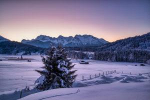 Deutschland, Bayern, Landschaft am Geroldsee bei Krün mit Karwendelgebirge
