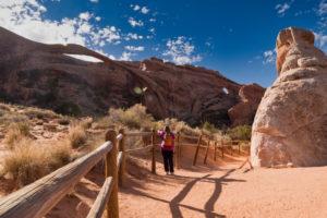 USA, Utah, Arches National Park, Devils Garden, rock formations, trail, tourist,