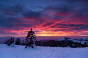 Sonnenuntergang am großen Arber, rechts der kleine Arber, im bayerischen Wald