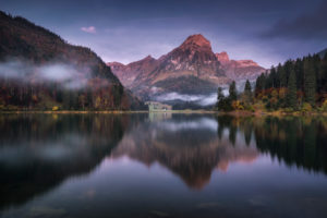 Switzerland, Glarus, mountain lake in the fog in the morning