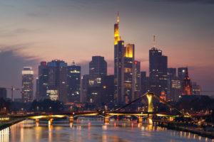 Deutschland, Frankfurt am Main, Skyline Frankfurt City am Abend