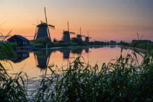 Die Windmühlen von Kinderdijk, Sonnenaufgang, Niederlande