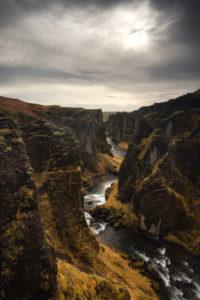 Island, Wasserfall im Herbst, Karge Landschaft