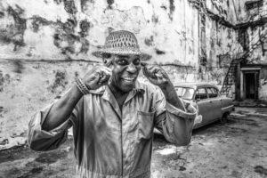 Cuba, Havanna, Man, gesture 'intelligente',