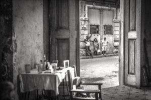 Cuba, Havanna, room, inside, open door, street, nosy neighbors,