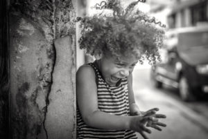 Cuba, Havanna, little girl with curly hair, fun, happy, laughing, outside