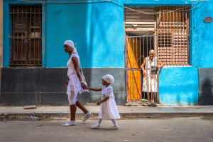 Cuba, Havanna, Mother and daughter, early morning walking tour,