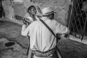 Cuba, Havanna, Play me a song, street scene, woman and man with guitar,
