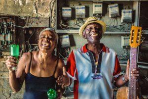 Cuba, Havanna, Man and woman, happy, guitar, beer bottles, fun,