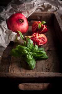Granatapfel und Basilikum