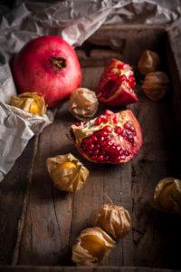 Granatapfel und Physalis