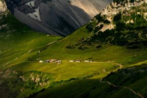 Die romantische Lalidereralm im sanften Morgenlicht, Karwendel